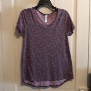 Lularoe Perfect Tee purple with red roses so cute